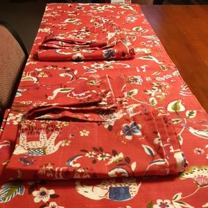 🔥Sale Red elephant Table runner /8 napkins (nwot)